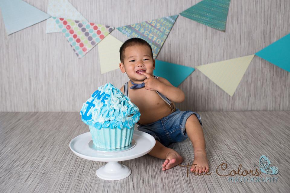 1st birthday cake smash photographer Abbotsford Fraser Valley