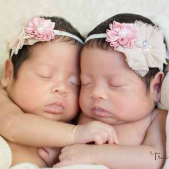 Abbotsford photographer newborn twins true colors photography