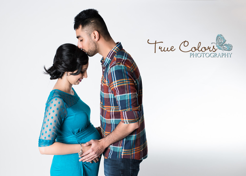 Maternity Photographer Abbotsford fraser valley studio and outdoor baby bump photography